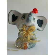Статуэтка керамика Слоненок с розой и соломенным бантом