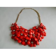Ожерелье красное, цветы